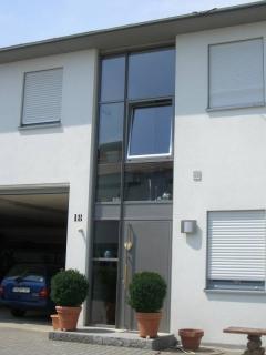 Fenster im treppenhaus einfamilienhaus wohn design - Treppenhaus einfamilienhaus ...